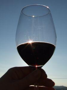 Kieliszek i wino czerwone
